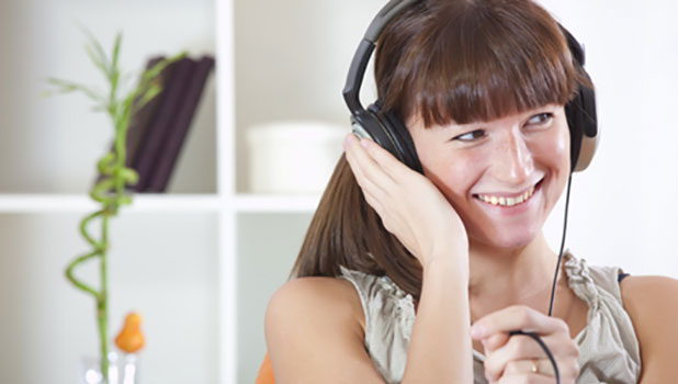 girl listening to music feature protect hearing