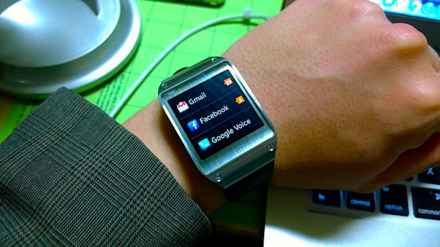 How Do I Uninstall Apps and Watch Faces on My Samsung Gear 2?