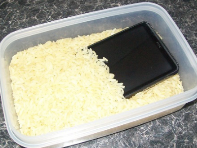 Rice to dry up cellphone