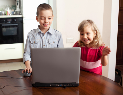 children on laptop